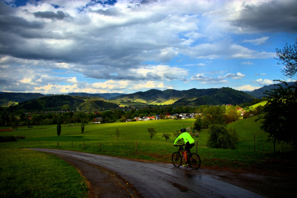 Can Electric Bikes Climb Steep Hills?